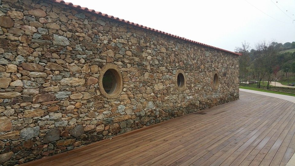 muros-espelho-agua-mogadouro-pavipul3